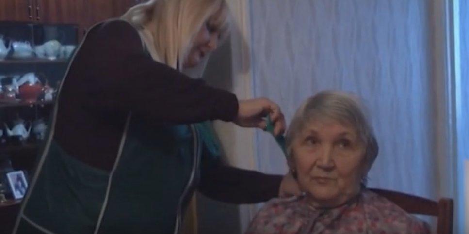 Выезжают на дом: Как в Рубежном работает социальная парикмахерская (Видео)