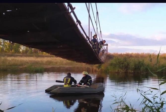 В Марганце 9-летняя девочка утонула в речке, пытаясь найти упавший в воду телефон