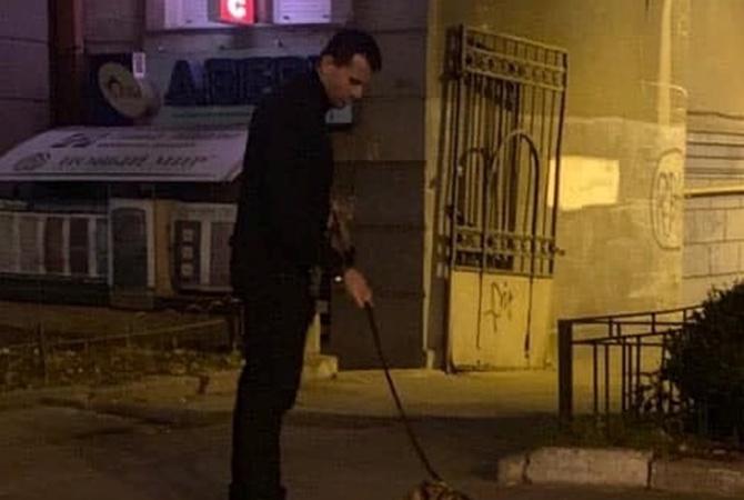 В Киеве мужчина выгуливал на улице леопарда