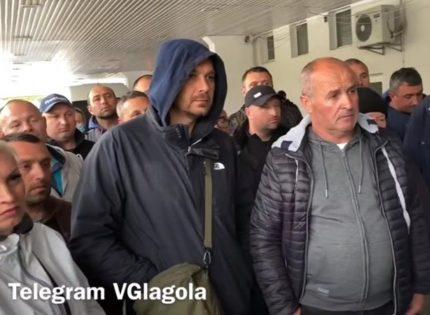 Бунтовавшим водителям «бусиков» на границе с Венгрией рассказали, как законно перевозить «частные посылки»