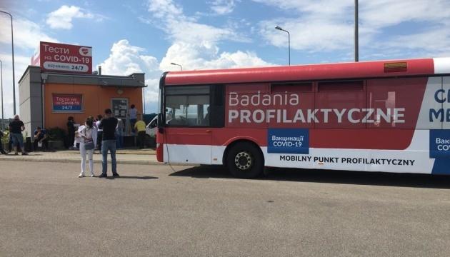 На границе с Польшей начали вакцинировать от Covid-19 украинских заробитчан и студентов
