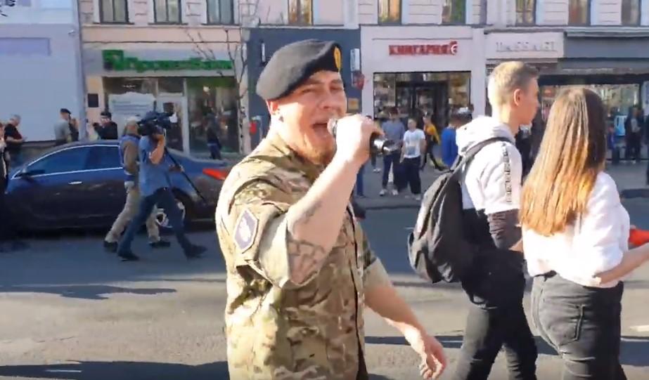 В Киеве скандировали «Бандера – наш герой!»