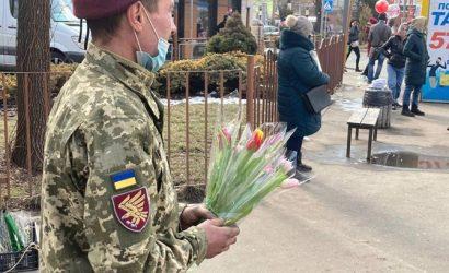 Ветераны АТО поздравили женщин Кривого Рога с праздником весны и женственности