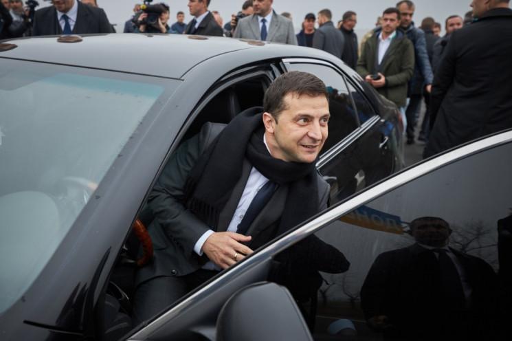 В Тернополе Зеленского встретили пикетами, криками «Ганьба!» и «Молодец!»
