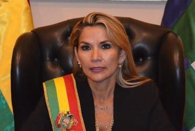 Женщина стала президентом Боливии, но временно