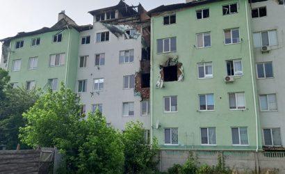 Жители взорвавшегося дома в Белогородке: Погибшего мы видели с оружием, а взрыв — попытка скрыть следы его убийства