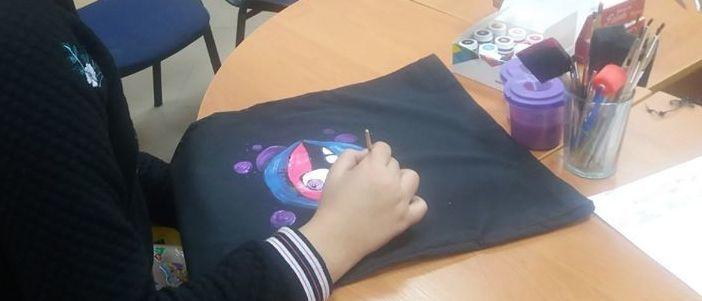 Из мусора – в полезную вещь: Школьников Краматорска научили шить эко-сумки из вторсырья (Фото)