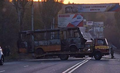 Пассажиры успели выскочить: В «ДНР» полностью сгорел автобус (Фото, видео)