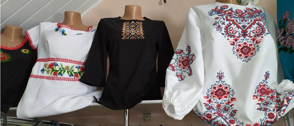 Вышивают бисером: Вышиванки из прифронтового Курахово покупают как украинцы, так и иностранцы (Фото)