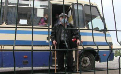 На установку «Дій вдома» уходит час: Как пересекают КПВВ «Новотроицкое»