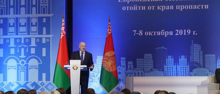 Лукашенко: НАТО должно благодарить за то, что ему «подарили» Украину