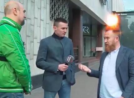 «Слуга народа» Камельчук устроил истерику из-за наклейки «Зупини лося»: Вон отсюда, быдлота блин