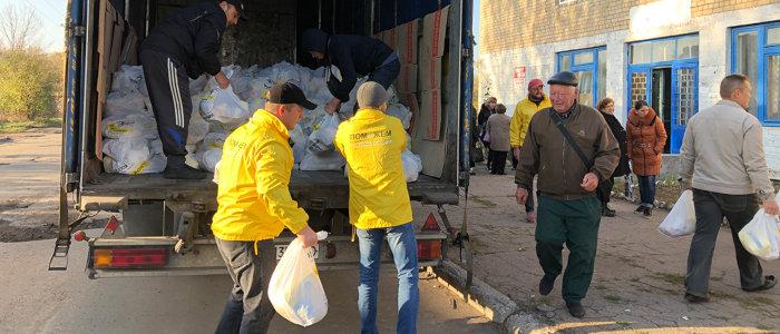 Более 22 тыс. мирных жителей Донбасса получат помощь Рината Ахметова в ноябре (График выдачи)