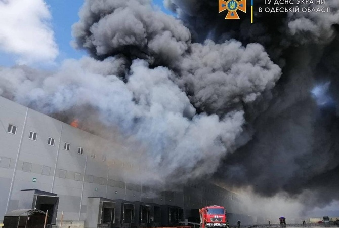 Под Одессой вспыхнул масштабный пожар на складах «АТБ»