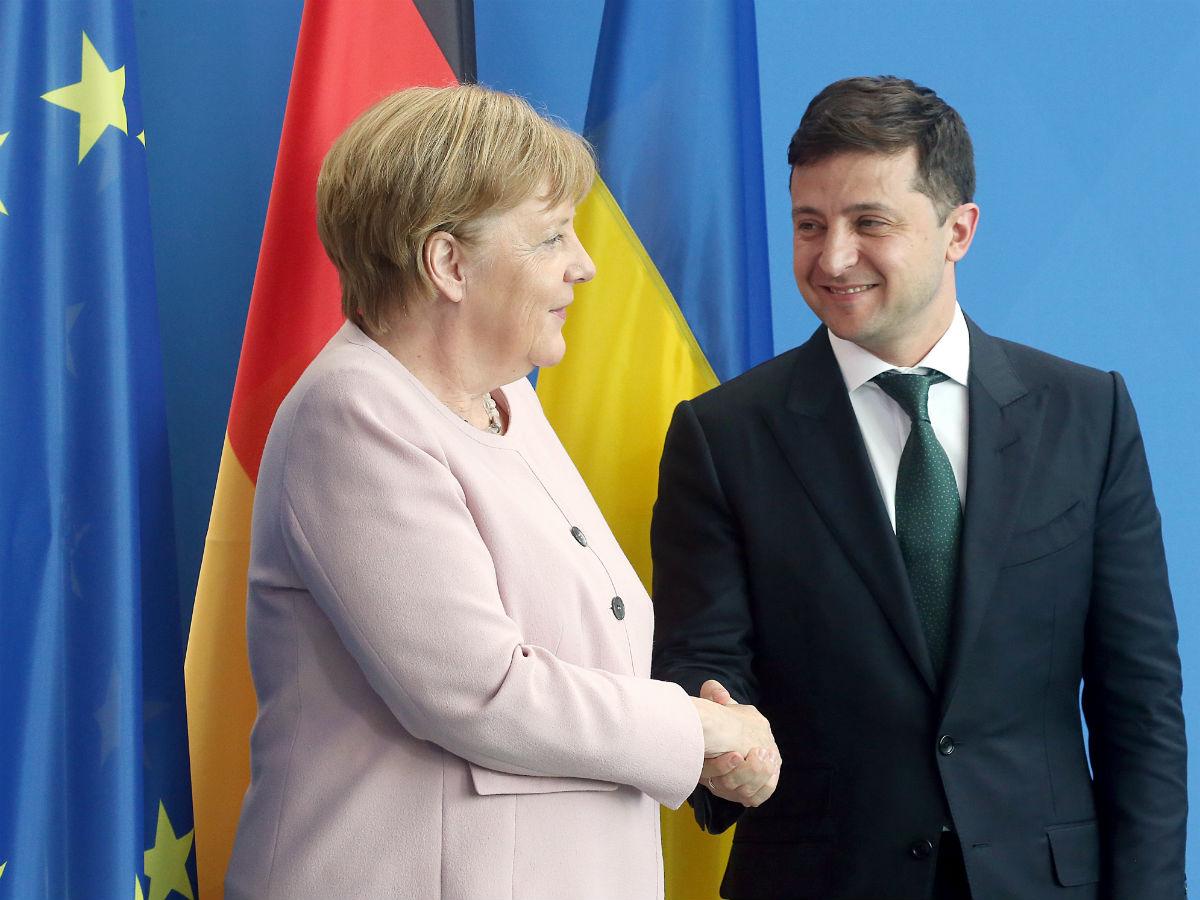 Зеленского и Меркель обсудили разведение сил на Донбассе