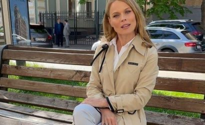 Ольга Фреймут объяснила, как элегантно сидеть на лавочке
