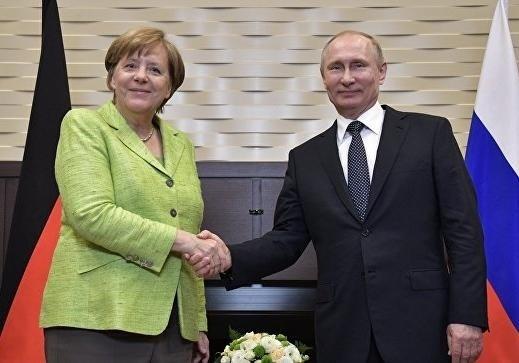 Меркель обсудила с Путиным нормандскую встречу и транзит газа через Украину