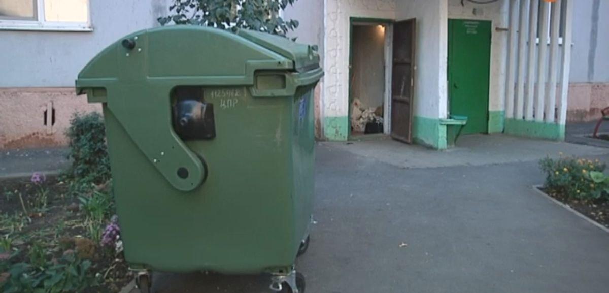 Не могут договориться: В Мариуполе решают, ликвидировать ли мусоропроводы в многоэтажках (Видео)