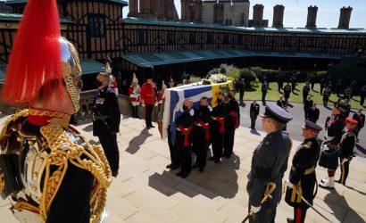 На похоронах принца Филиппа арестовали голую женщину, которая устроила протест