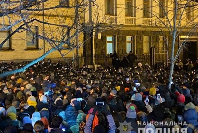 Столкновения на Банковой: в полиции сообщили о десятках задержанных и пострадавших