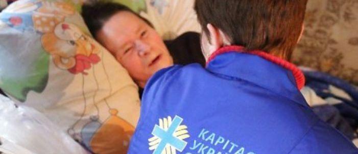 «Домашняя опека»: В четырех поселках Донецкой области волонтеры будут ухаживать за одинокими людьми.