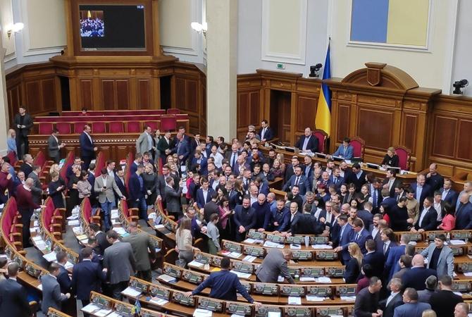 Верховная Рада под гул и крики обсудила видео депутата Софии Федины