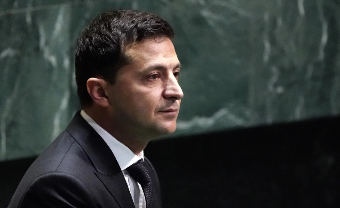 Зеленский поручил сократить расходы на чиновников на 10%