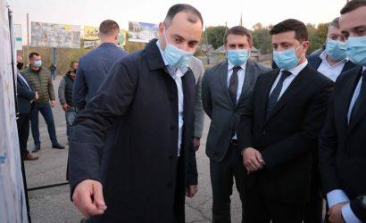 Зеленскому доложили, как за 760 миллионов строят дорогу к КПВВ «Золотое» (Фото)