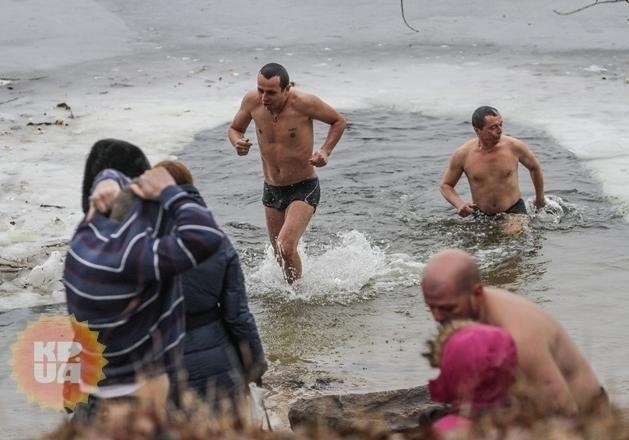 Крещение 2020: когда набирать воду и где купаться в Киеве