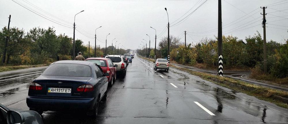 «На Еленовке – полный Армагеддон»: Ситуация в пунктах пропуска днем 11 октября (Фото)