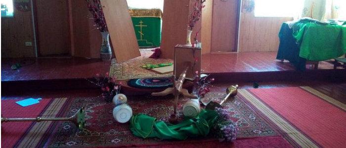 Хотел избавиться от нечистой силы: Житель Луганщины устроил погром в церкви (Фото)