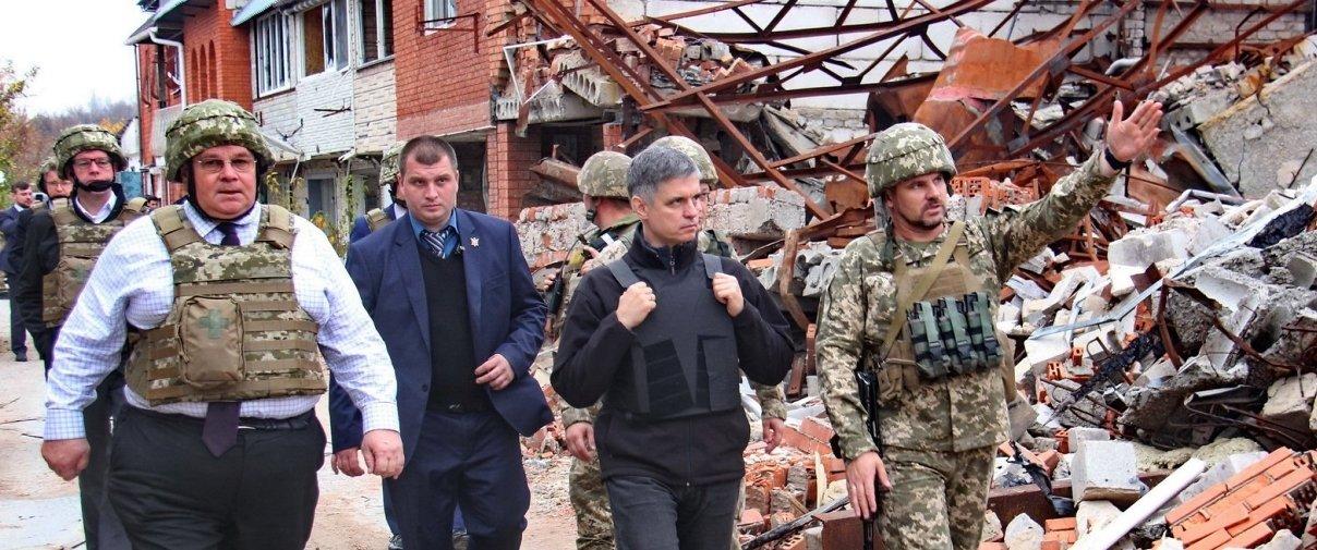 Украинские военные показали литовским дипломатам разрушения в Широкино (Фото)