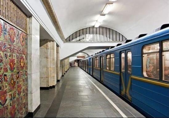 В киевском метро запретят петь, раздеваться и пахнуть