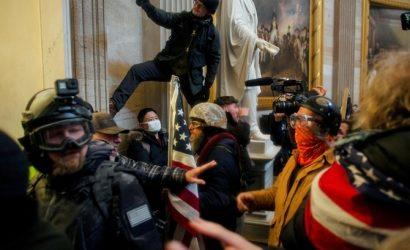 В США обвиняют в штурме Капитолия более 300 человек