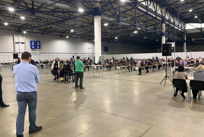 Чумак показал, как проходит переаттестация прокуроров: огромный зал и 200 столов