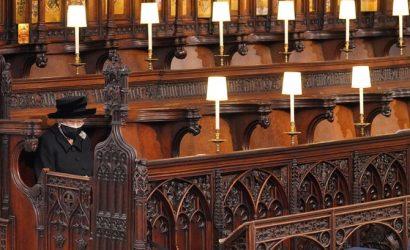 На похоронах принца Филиппа королева сидела одна, а принц Чарльз плакал
