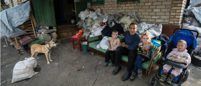 «Днем стреляют маленькие автоматики, а ночью большие»: Жизнь детей в Жованке, где через пару домов – «ДНР» (Фото)