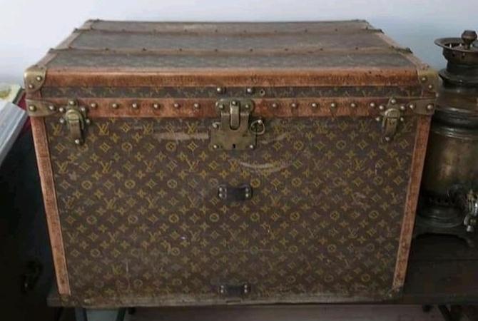 Директор музея Слобожанщины, где хранится сундук Louis Vuitton: Отдам за миллион евро