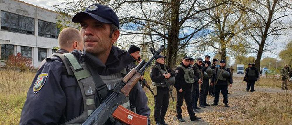 Потасовка на блокпосту Луганщины: Колонна из 25 авто хотела проехать в Золотое
