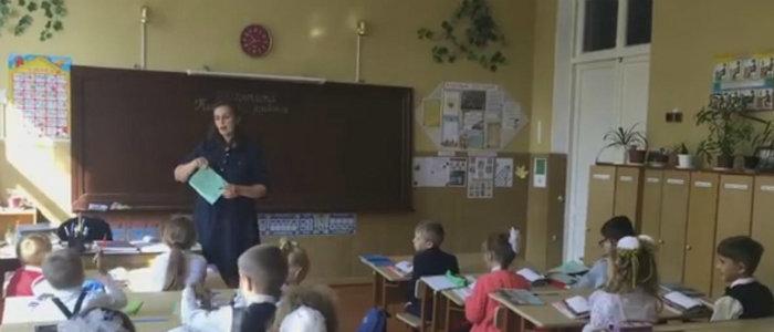 Очень страшно, когда во время уроков слышишь обстрел: Учителя рассказали, чего желают детям