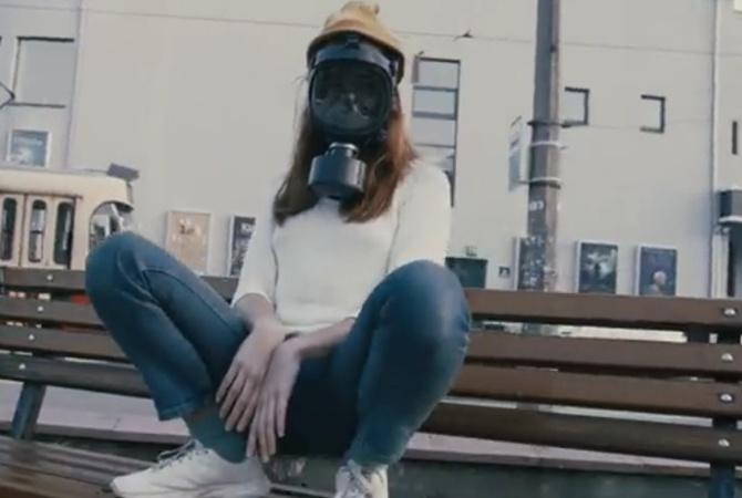 В сети показали клип-пародию о киевском воздухе: «Свежий воздух уже не моден»