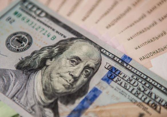 Курс валют на сегодня: доллар и евро продолжают рушиться