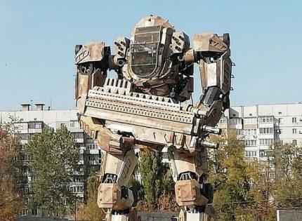 Их уже трое: В «ДНР» обсуждают «семейство» огромных автоботов (Фото)