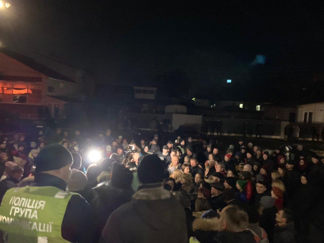 В Прилуках пикетируют полицию из-за смертей двух подростков