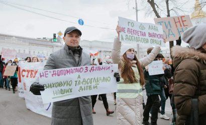 Министр финансов на женском марше в Киеве: Не помогаю с детьми, а воспитываю