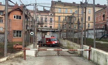 Резали вены и баррикадировались: В СИЗО Черновцов заключенные устроили бунт из-за COVID-19 (Фото)