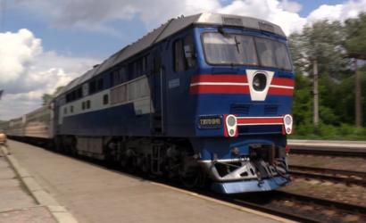 Шпалы еще деревянные: Из-за износа путей поезда в Украине ездят все медленнее (Видео)