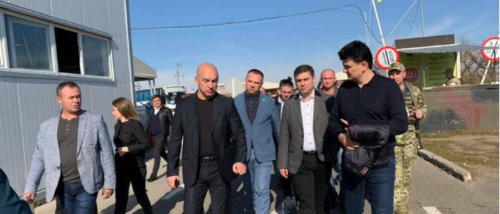 Нардепы ознакомились с процедурой пересечения линии разграничения на КПВВ «Новотроицкое» (Фото)