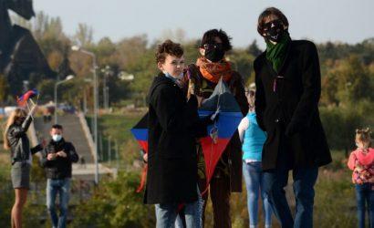 В «ДНР»: В Донецке запускали триколорных змеев (Фото)