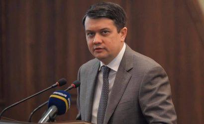 Разумкову стыдно за Тищенко, и день рождения своей жены он отпразднует дома